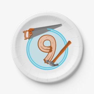 conception an d'anniversaire de 9 de garçon outils assiettes en papier