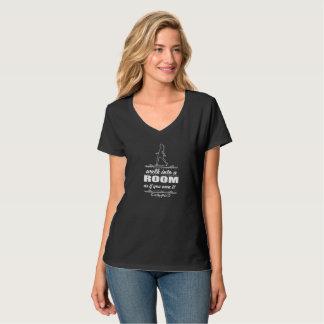 Conception blanche de femme de T-shirt inspiré de