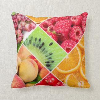 Conception colorée de motif de collage de fruit coussins carrés
