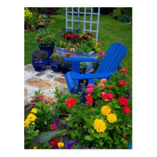 Conception de jardin de récipient avec la chaise carte postale