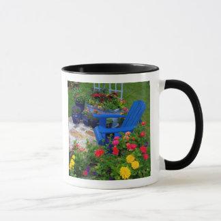 Conception de jardin de récipient avec la chaise mugs