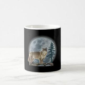 Conception de loup et de lune pour la tasse de