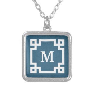 Conception de monogramme collier