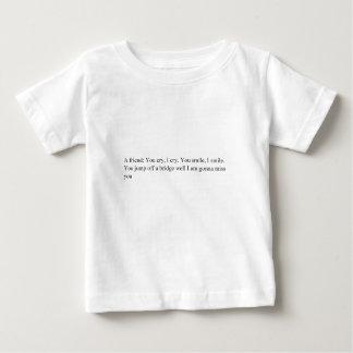 Conception de pas traînant de statut t-shirt