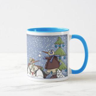 Conception drôle de pingouin et de bonhomme de mug