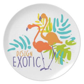 Conception exotique de logo avec des oiseaux de assiette
