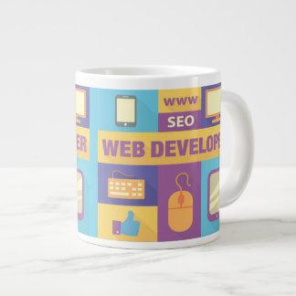 Conception iconique de développeur web mug