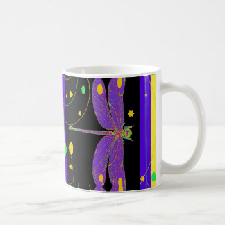 Conception moderne de libellule de lavande de mug