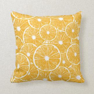 Conception orange de motif de tranches coussins carrés