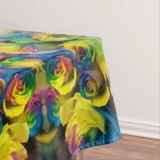 Conception reflétée par roses colorés uniques nappe