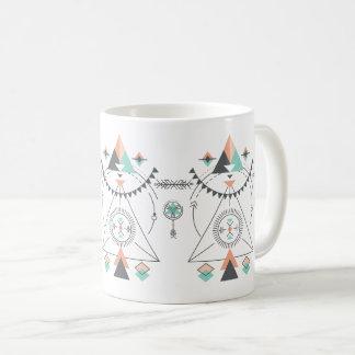 Conception tribale colorée de totem mug