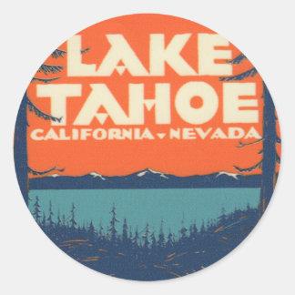 Conception vintage de décalque de voyage du lac sticker rond