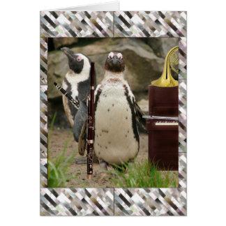 Concert, vents et piano de pingouin carte de vœux