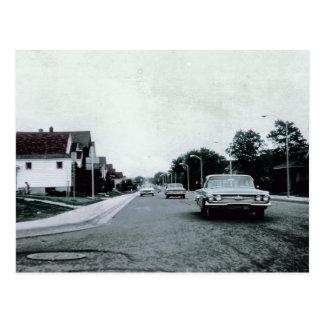 Conduite vintage sur la carte postale de route