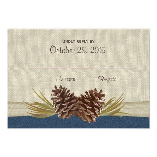 Cônes de pin et carte de réponse de bleu marine de cartons d'invitation