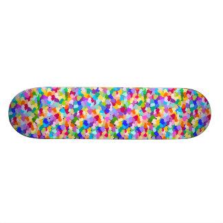 Confettis de coeur d'arc-en-ciel skateboards customisés