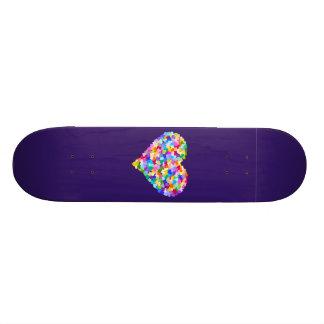 Confettis de coeurs d'arc-en-ciel skateboard