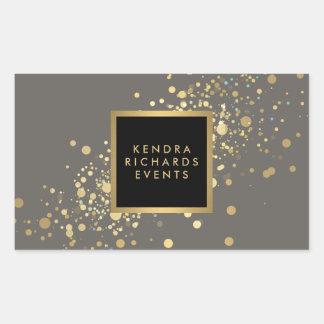 Confettis d'or de Faux sur les autocollants gris