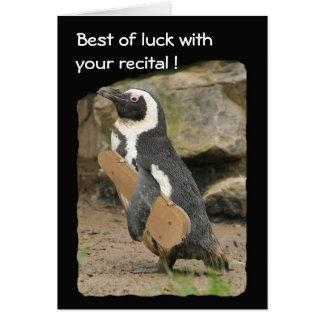 Considérant de violon de pingouin, bonne chance carte de vœux
