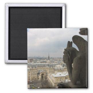 Considérer la gargouille parisienne magnet carré