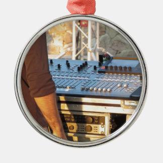 Console de mélange audio professionnelle ornement rond argenté