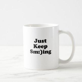 Continuez juste le sourire mug