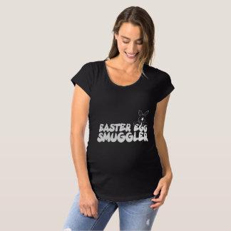 Contrebandier d'oeuf de pâques T-Shirt de maternité