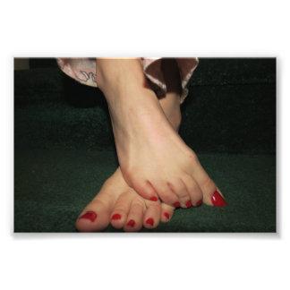Copie confortablement aux pieds nus de photo