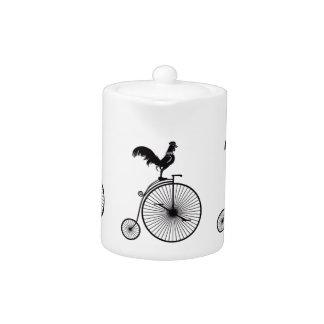 Coq se reposant sur la bicyclette vintage