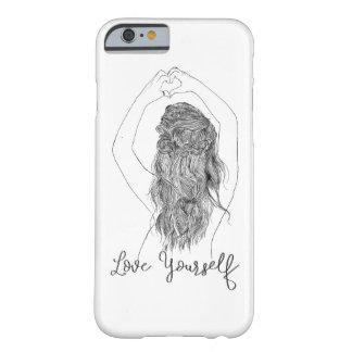 """Coque Barely There iPhone 6 """"Aimez-vous"""" - une fille faisant la forme de coeur"""