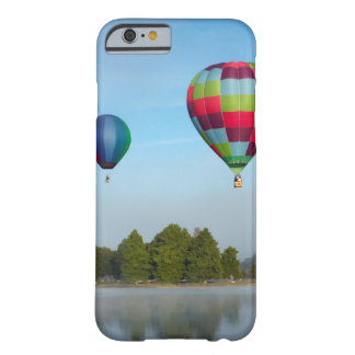 Coque Barely There iPhone 6 Ballons à air chauds au-dessus d'un lac, NZ