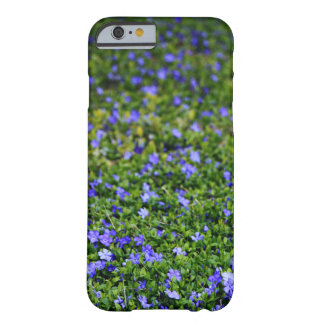 Coque Barely There iPhone 6 Caisse pourpre de téléphone de Vinca de fleur