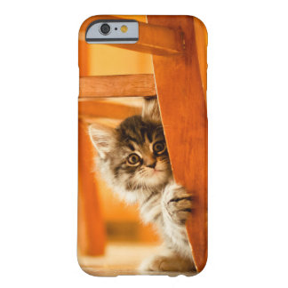 Coque Barely There iPhone 6 Kitty sous la chaise