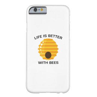 Coque Barely There iPhone 6 La vie est meilleure avec des abeilles