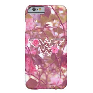 Coque Barely There iPhone 6 Le camélia de rose de femme de merveille fleurit