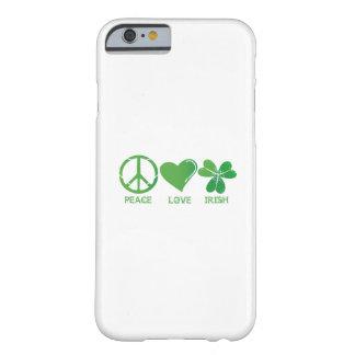 Coque Barely There iPhone 6 Le jour de St Patrick d'Irlandais d'amour de paix