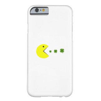 Coque Barely There iPhone 6 Le shamrock drôle de jour de Patricks de saint