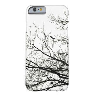 Coque Barely There iPhone 6 Oiseau de vol de silhouette d'arbre