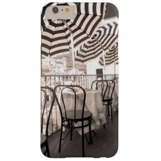 Coque Barely There iPhone 6 Plus Balcon étrange de restaurant, Italie