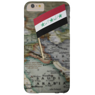 Coque Barely There iPhone 6 Plus Drapeau de l'Irak dans la carte