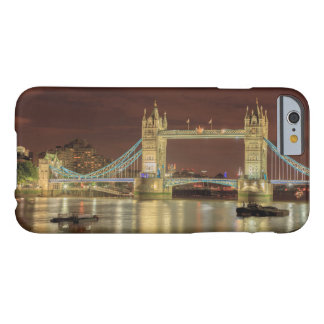 Coque Barely There iPhone 6 Pont de tour la nuit, Londres