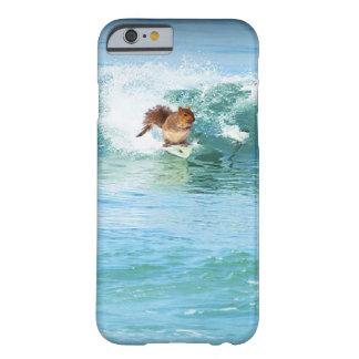 Coque Barely There iPhone 6 Surfer d'écureuil sur la mer