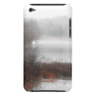 Coque Barely There iPod Lac brumeux un jour d'hiver