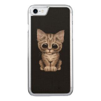 Coque Carved iPhone 8/7 Chat tigré mignon triste de chaton de Brown sur le