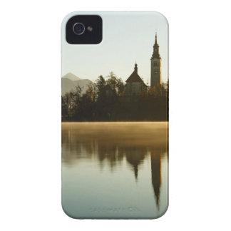 Coque Case-Mate iPhone 4 Lumière de matin au lac saigné
