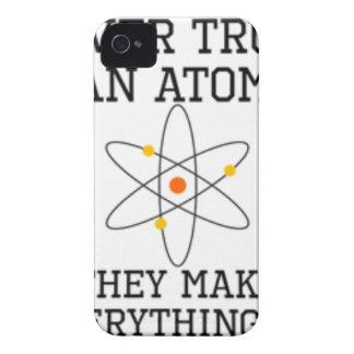 Coque Case-Mate iPhone 4 Ne faites jamais confiance à un atome - la Science