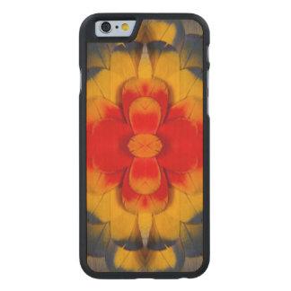 Coque En Érable iPhone 6 Case Plume d'ara d'écarlate de kaléidoscope