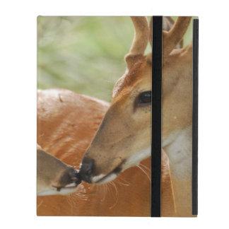 Coque iPad Liaison de mâle et de faon de Whitetail