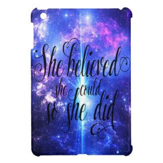 Coque iPad Mini Elle a cru en cieux iridescents