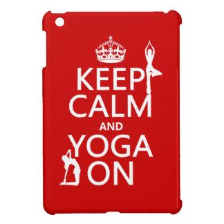 Coque iPad Mini Gardez le calme et le yoga sur (les couleurs de